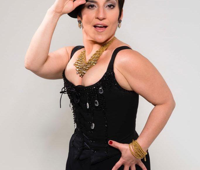 Atriz Simone Gutierrez está à frente do curso de teatro musical do Studio de Dança Luciana Junqueira