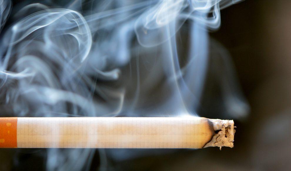Cirurgião dentista alerta para várias doenças provocadas pelo fumo